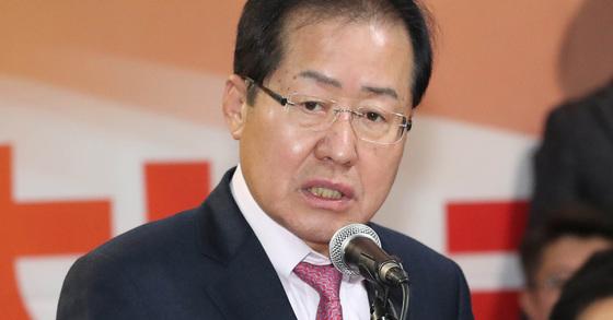 홍준표 자유한국당 대표가 지난 9일 오후 서울 여의도 당사에서 열린 '2018 청년 신년인사회'에 신년인사를 하고 있다. [연합뉴스]