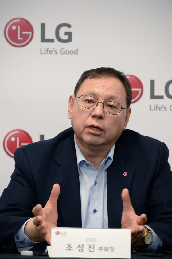 조성진 부회장이 CES 2018 기자간담회에서 LG 전자의 사업전략을 설명하고 있다. [사진 LG전자]
