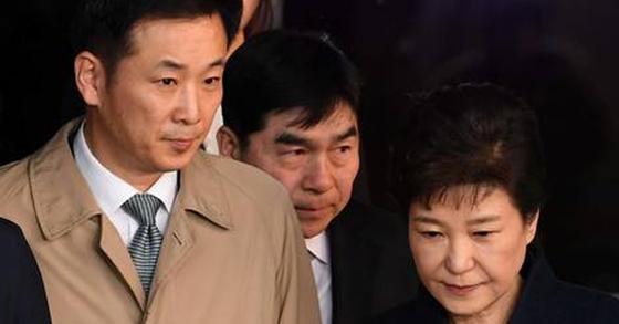 박근혜 전 대통령과 유영하 변호사(왼쪽). [연합뉴스]