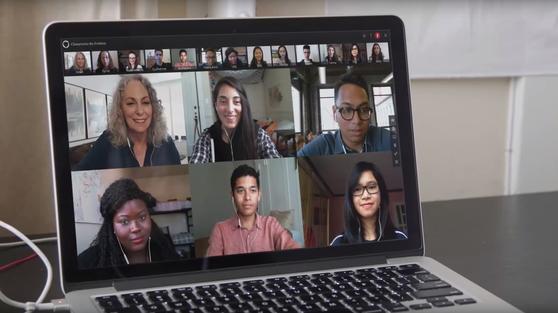 미네르바스쿨의 학생들은 노트북을 펴는 곳이면 어디든 강의실이다. 수업 전에 이미 동영상 강의를 듣고 수업 때는 화상으로 토론한다. [미네르바스쿨]