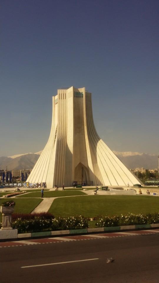 1979년 이란의 이스람 혁명을 상징하는 장소인 수도 테헤란의 아자디(자유) 타워. 혁명 당시 수많은 시위대가 모였던 장소였다.