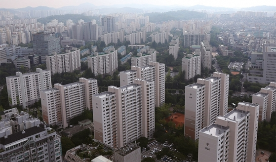 재건축 가능 연한이 된 서울 양천구 목동지구 아파트 전경. 최근 재건축 밑그림이 나오면서 아파트 값이 급등세를 보이고 있다.
