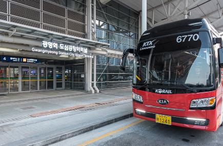 광명역 도심공항터미널과 인천공항을 오가게 될 리무진 버스. [사진제공 코레일]