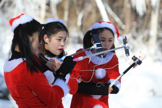 왕홍(인터넷 스타)을 초청해서 홍보 이벤트를 진행 하고 있다.