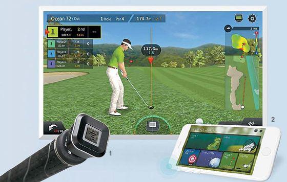 고도의 정밀 센서가 있는 파이골프를 골프채에 연결(사진 1)한 뒤 TV·스마트폰과 블루투스 기능으로 연동(사진 2)하면 언제 어디서든 스크린 골프를 즐길 수 있다.