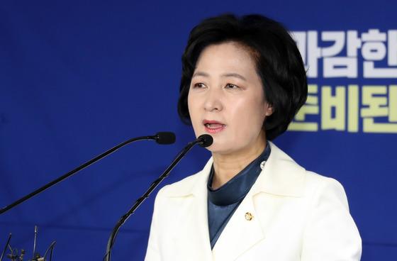 추미애 더불어민주당 대표가 16일 서울 여의도 당사에서 신년 기자회견을 하고 있다. 강정현 기자