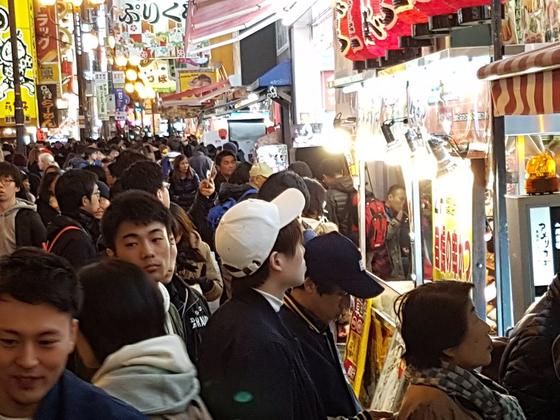 오사카의 중국인 관광객들.  [사진제공=차이나랩]