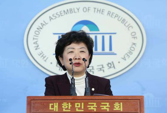바른정당 박인숙 의원이 16일 자유한국당 복당을 선언했다. [연합뉴스]