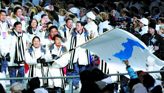 토리노 겨울올림픽 당시 남북 공동입장에 등장한 한반도기.