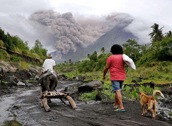 필리핀 화산 폭발 가능성, 1만 명 대피