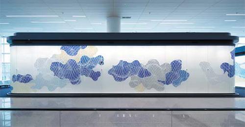 인천공항 제2여객터미널에 설치된 지니 서의 '윙스 오브 비전'.