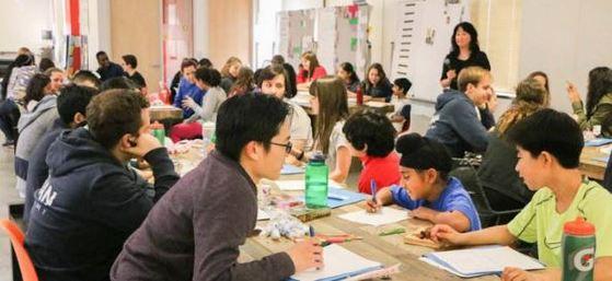 2014년 미국 캘리포니아에 문을 연 칸랩스쿨은 학년 구분 없이 자신의 흥미와 적성에 따라 수업을 듣는다. [칸랩스쿨 홈페이지]