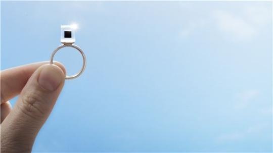 미세먼지를 모아 만든 '스모크 프리 링'. [사진 스튜디오 로세하르데]