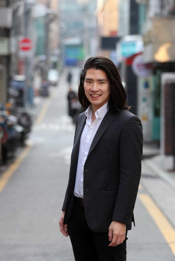 지난해 7월 한국인 최초로 30대 초반에 파슨스디자인스쿨 교수 임용된 임정기 씨. 김상선 기자