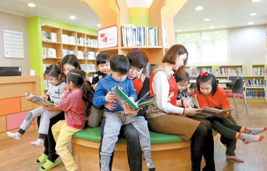 롯데홈쇼핑이 구세군과 함께 추진하는 '작은도서관' 프로젝트가 올해 55호점을 돌파했다. 사진은 작은 도서관 [사진 롯데홈쇼핑]