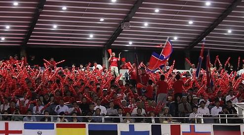 2014년 4월 28일 도쿄 요요기(代代木) 국립경기장에서 열린 세계탁구선수권대회(단체전) 남자부 D조 예선 첫 경기에서 북한과 대만이 맞붙었을 당시 총련 계열 응원단 약 300명이 인공기를 흔들며 북한 선수들을 응원하는 모습.[연합뉴스]