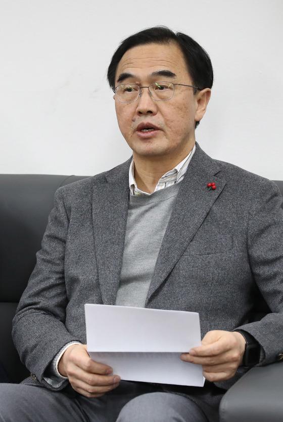 북한이 예술단 사전점검단의 방남 계획을 전격 중지한 것과 관련해 브리핑하는 조명균 통일부 장관. [연합뉴스]