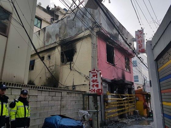 20일 오전 서울 종로구 종로5가의 한 여관에서 방화로 화재가 발생해 5명이 숨지고 5명이 부상을 입었다. 송우영 기자
