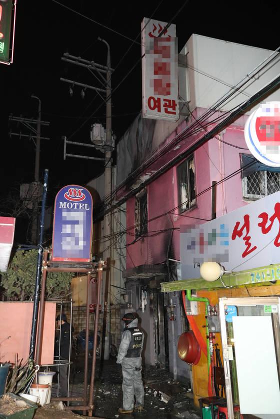 20일 서울 종로구 종로5가의 한 여관에서 방화로 5명이 숨지고 4명이 다쳤다. [연합뉴스]