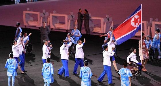 8일(한국시간) 새벽 6시 브라질 리우데자네이루 마라카낭 주경기장에서 '제15회 리우패럴림픽' 개막식이 열리며 세계의 장애인들을 위한 축제의 제전이 펼쳐졌다. 북한선수단이 입장하고 있다. [패럴림픽사진공동취재단]