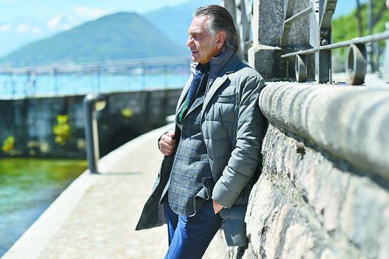 보온성과 멋을 결합시켜 성인에게 인기 있는 이탈리아 맨온더분 패딩. [사진 맨온더분]