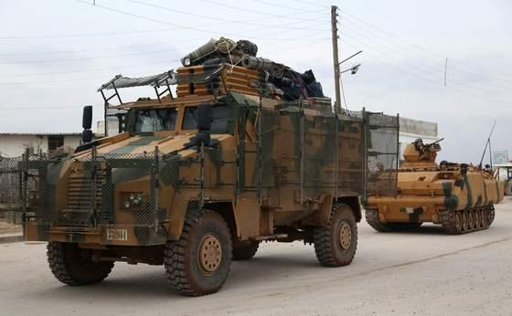 20일 터키군이 쿠르드 민병대를 격퇴하겠다며 시리아 북서부에 공습을 가했다. [AFP=연합뉴스]