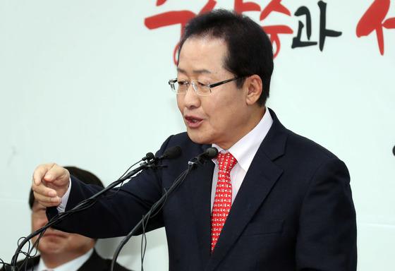 홍준표 자유한국당 대표가 22일 서울 여의도 당사에서 신년기자회견을 하고 있다. 강정현 기자