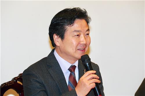 홍종학 중소벤처기업부 장관이 22일 여의도 한 음식점에서 열린 신년 기자간담회에서 질문에 답하고 있다. [사진 중소벤처기업부]