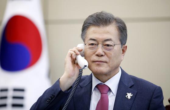 문 대통령, 미르지요예프 우즈베키스탄 대통령과 전화 통화 [연합뉴스]