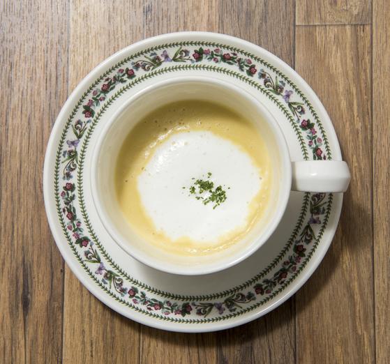따뜻한 수프 한 잔은 추위를 녹여주고 빈 속도 든든하게 채워준다. [중앙포토]