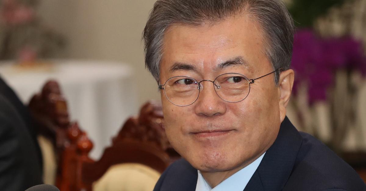 문재인 대통령이 24일 청와대 입성 뒤 첫 생일을 맞았다. [중앙포토]