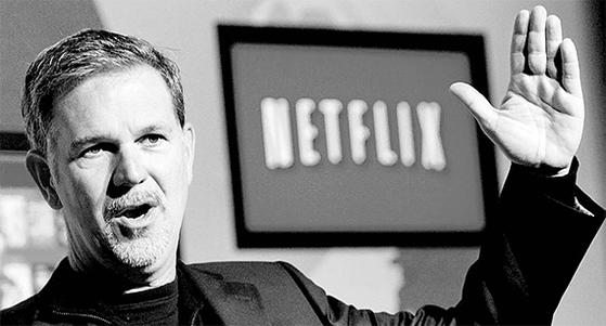 넷플릭스의 리드 헤이스팅스 CEO가 회사 소개를 하고 있다. 넷플릭스는 창업 21년 만에 100조원짜리 회사로 성장했다. [중앙포토]
