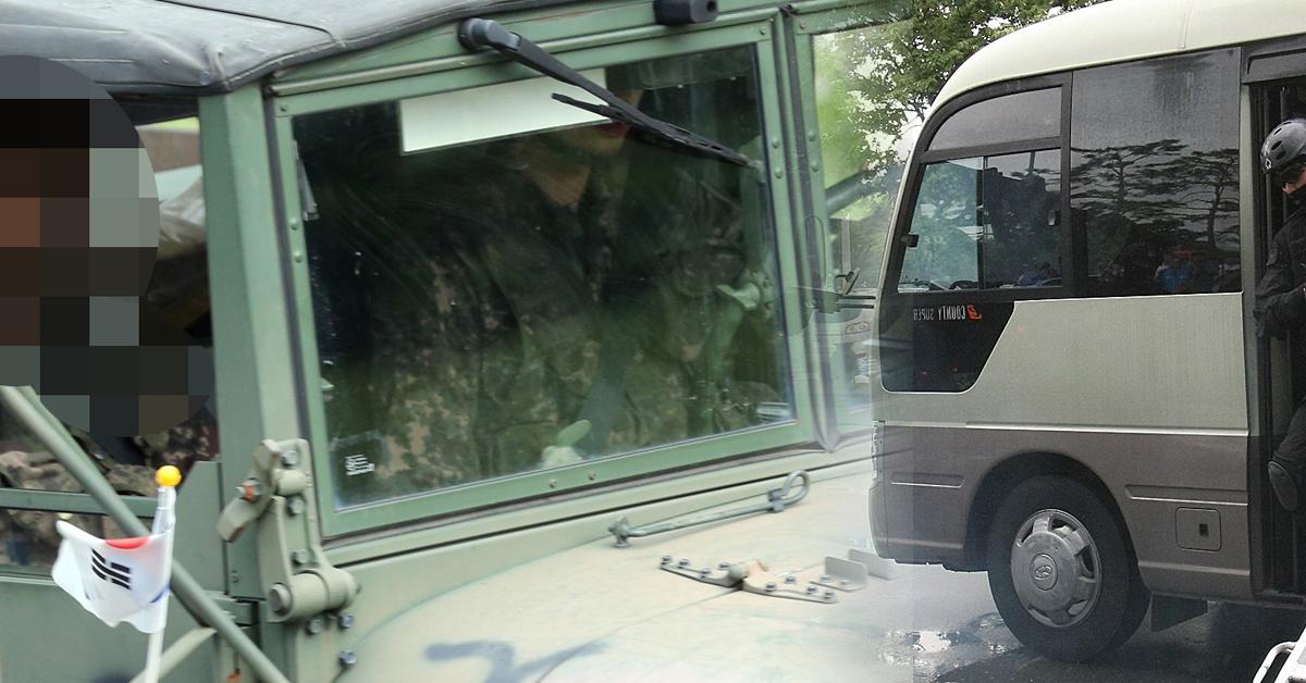 다음달 1일부터 충남 계룡대의 육군본부와 영내 직할부대에서 근무하는 장군들이 전용 승용차 대신 버스를 타고 출퇴근한다는 계획이다. [중앙포토]