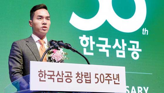 한국삼공의 앞으로 50년을 위한 비전을 선포하고 있는 한국삼공 한동우 사장. [사진 한국삼공]