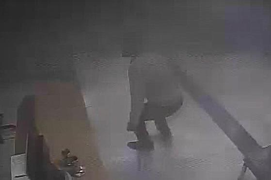 경남 밀양 세종병원에서 발생한 화재 당시 병원 응급실이 촬영된 CCTV 영상(news.joins.com/article/22322321)이 공개됐다. [사진 경남경찰청]