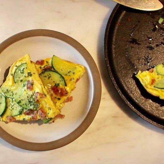 게으름 피우고 싶은 주말 아침, 계란 하나로 쉽게 만드는 프리타타를 소개한다. 유지연 기자