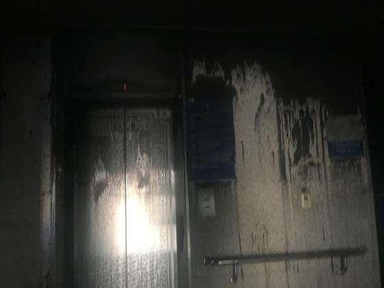 27일 오후 9시29분 대구 달서구 신라병원에 불이 났다는 신고가 들어와 소방서가 출동했다. 20여 분만에 불이 꺼졌으나 내부는 다 탄 상태. 백경서 기자
