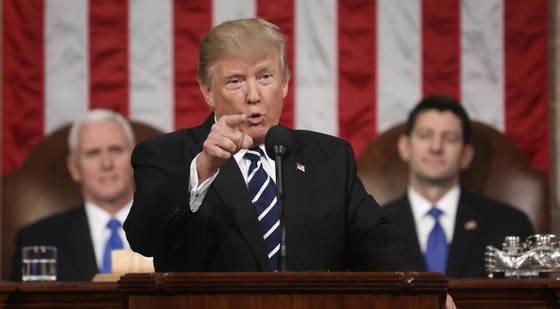 도널드 트럼프 미국 대통령이 지난해 2월 미 의회에서 상 ㆍ하원 합동연설을 하고 있다. [AP=연합뉴스]