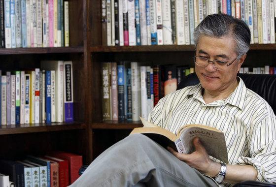 도서 『문재인의 서재』 표지 사진.