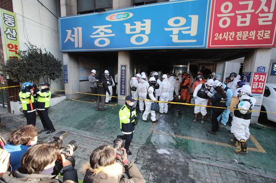 27일 오전 밀양 세종병원 화재사고에 대한 합동 정밀현장 감식이 실시됐다. 송봉근 기자