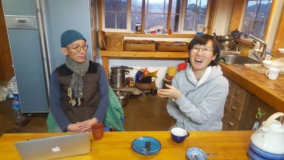 울산 울주군 자택에서 만난 빼빼부부 최동익(왼쪽)·박미진씨. 최은경 기자