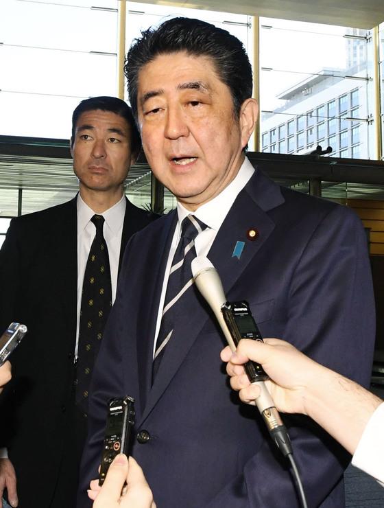 평창동계올림픽 개회식 참석 의사 밝히는 아베 일본 총리. [연합뉴스]