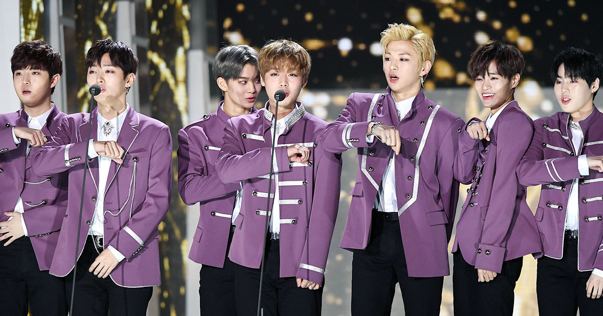 WannaOne members give acceptance speech for Rookie Award at 27th Seoul Music Awards, on January 25. Photo by Ilgan Sports