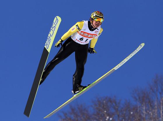 """일본 스키점프 가사이 노리아키는 불혹을 넘긴 나이(46세)에, 자신의 여덟 번째 겨울올림픽에 나선다. 평창올림픽 최고령 남자 출전 선수인 그는 '50살이 넘어서도 선수로 뛰겠다""""고 말한다. [중앙포토]"""