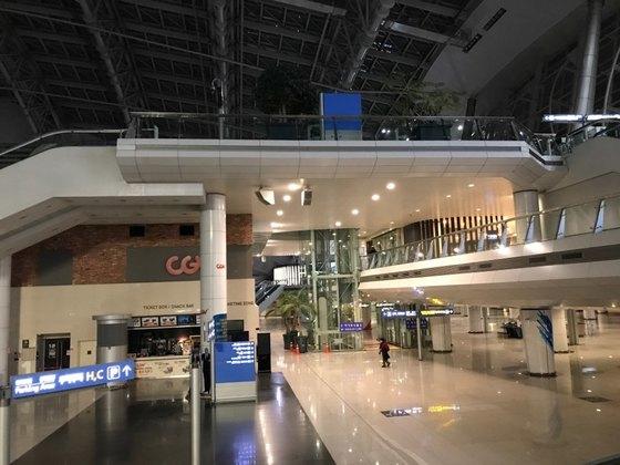 인천공항 교통센터. 영화관, 편의점, 캡슐호텔 등이 모여 있다.