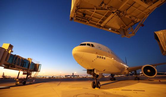 이른 새벽 출발하는 비행기를 타야할 때 공항 호텔에서 숙박을 고려할 만하다. [중앙포토]