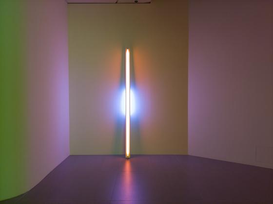 지난 26일 개관한 롯데뮤지엄에 전시 중인 댄 플래빈 작품. 미니멀리즘 아티스트인 댄 플래빈은 형광등이 발산하는 빛에 의해 전시 공간이 변화하는 현상에 주목했다. 권혁재 사진전문기자