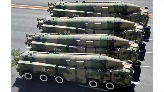 사우디아라비아가 보유 또는 도입을 확정한 중국제 DF-21 미사일. 1700km 범위 지상목표물, 군함을 마하10의 극고속으로 타격해 미군의 중국 진입을 견제한다. [중앙포토]