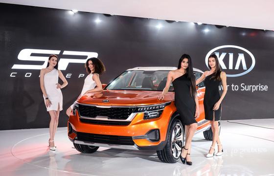 델리 모터쇼에 참가한 기아차가 SP 콘셉트카를 최초로 공개했다. [사진 기아차]