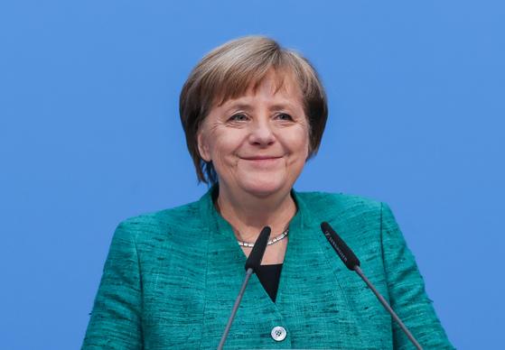 7일(현지시간) 앙겔라 메르켈 독일 총리가 대연정 협상 타결을 선언하는 기자회견에서 밝게 웃고 있다. [신화통신=연합뉴스]